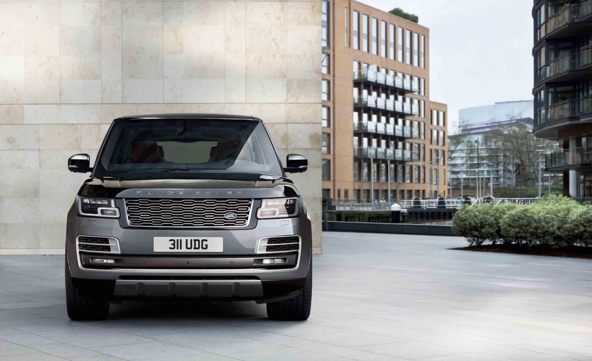 Range Rover SVAutobiography LWB。