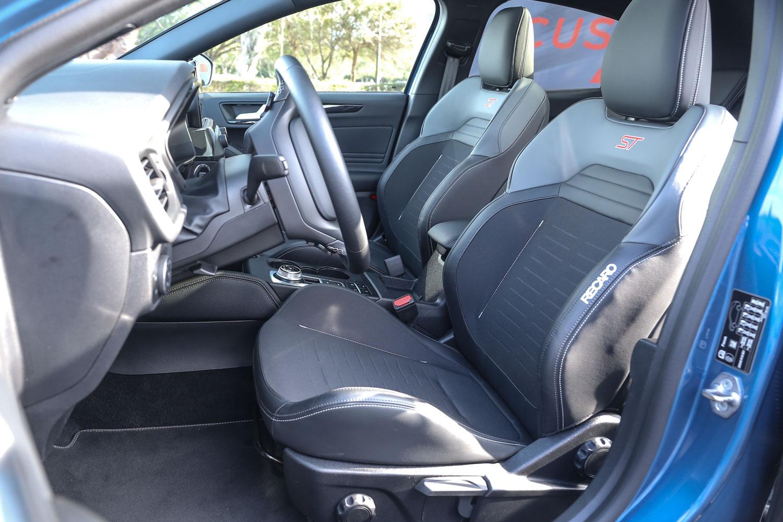 ST專屬 RECARO 賽道型座椅提供出色的支撐性與包覆感受。
