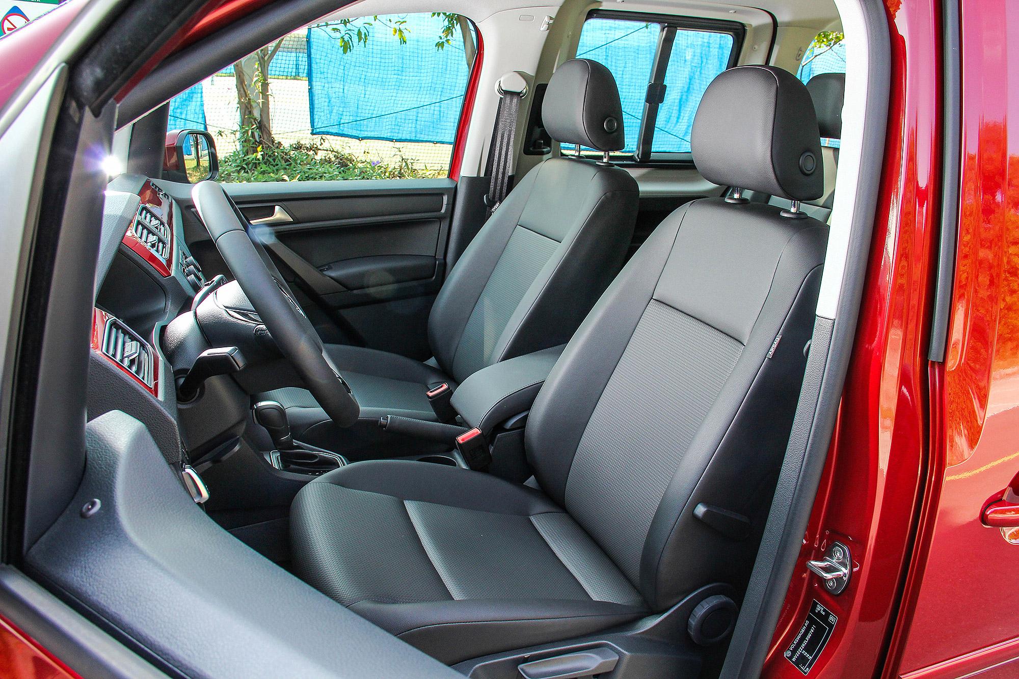 全車搭配 Mesh 透氣皮椅。