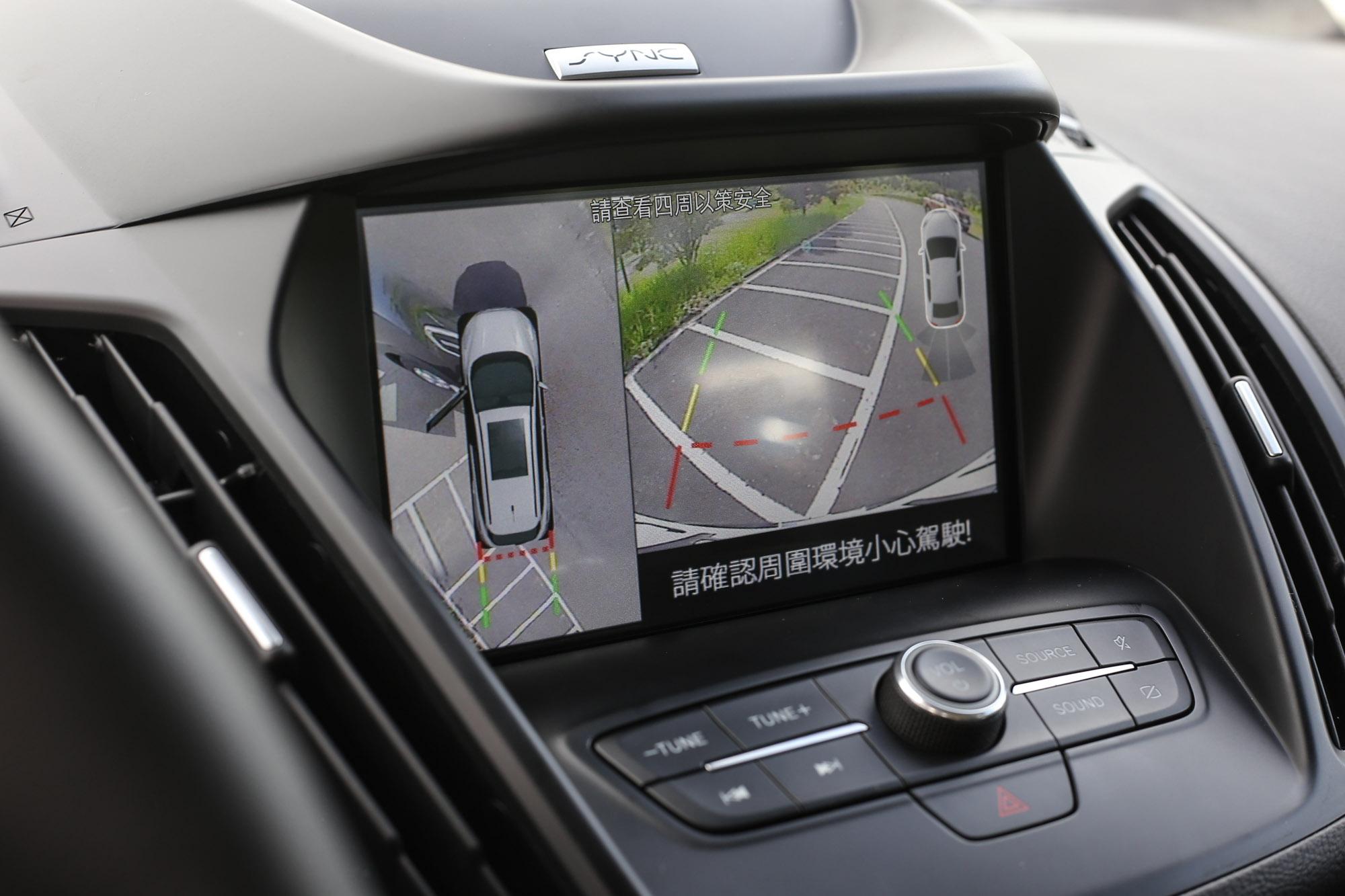 選配的 360 環景影像行車輔助系統大幅提升駕駛對於車身周圍狀況的掌握度。