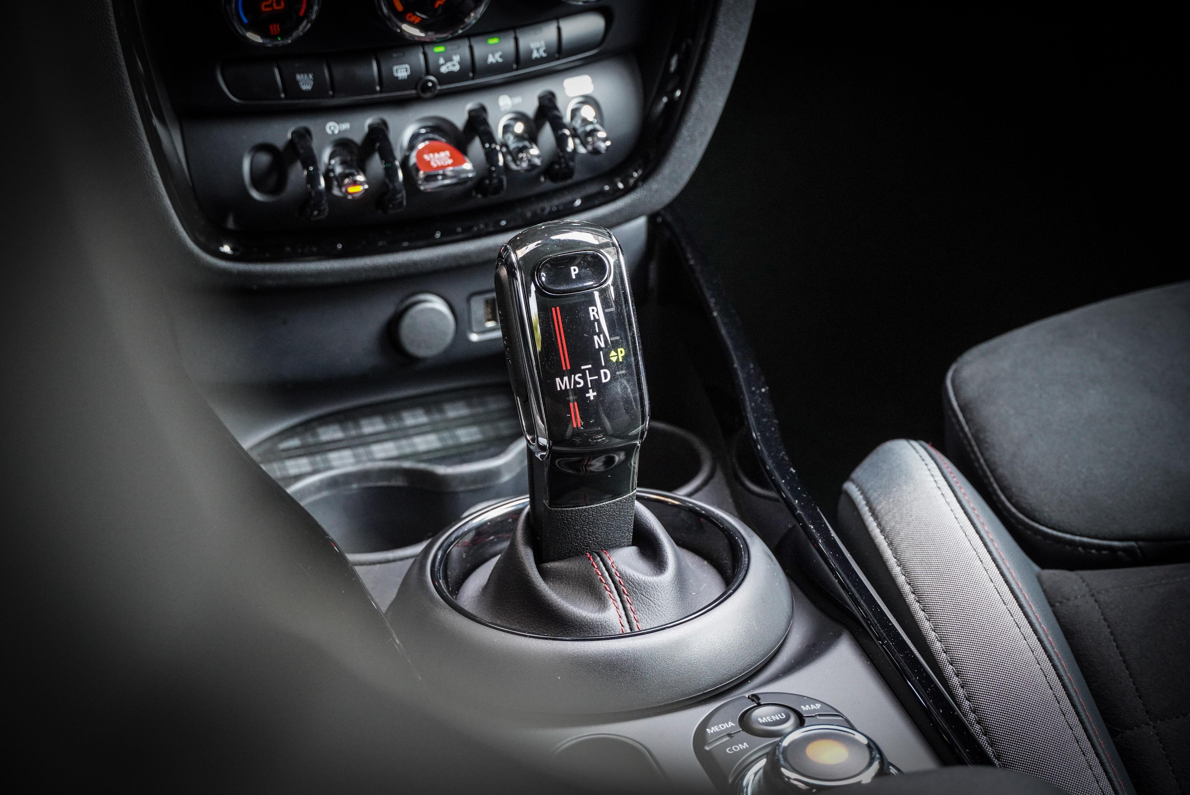 跑車化 Steptronic 八速手自排變速箱搭配 ALL4 智慧四輪傳動系統,0-100 km/h 加速僅需 4.9 秒。