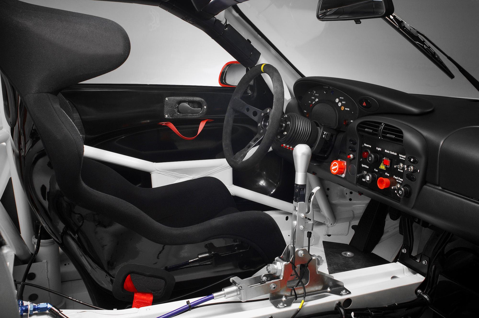 2004 年 Porsche 911 GT3 RSR 方向盤。