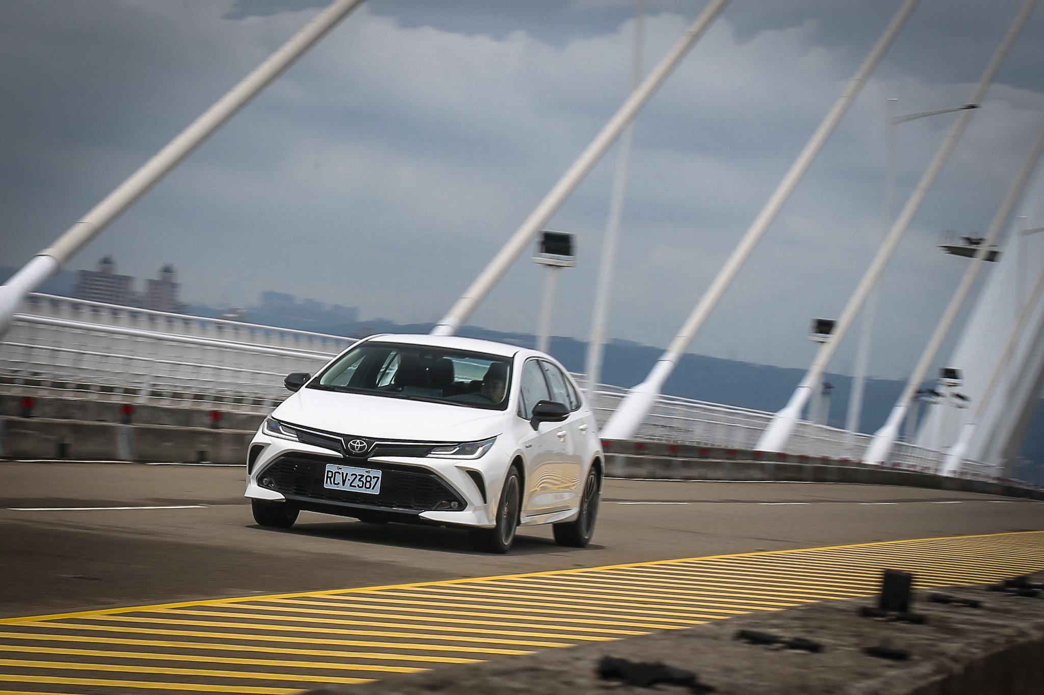 若要從駕駛參與度方面討論,Corolla Altis GR Sport Hybrid 確實還是沒有對手 Ford Focus ST-Line 或 Hyundai Elantra Sport表現來得好。