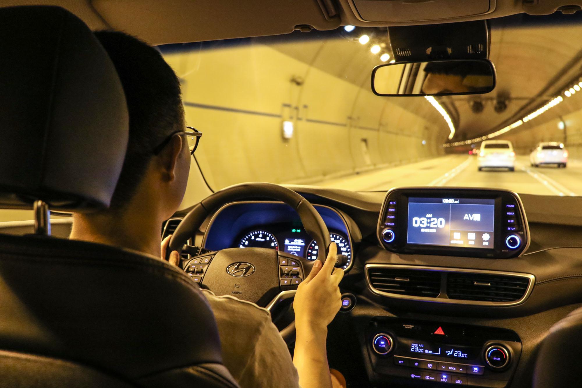 此次試駕特別於快速道路與隧道中測試,系統的反應與運作都相當精確且自然。