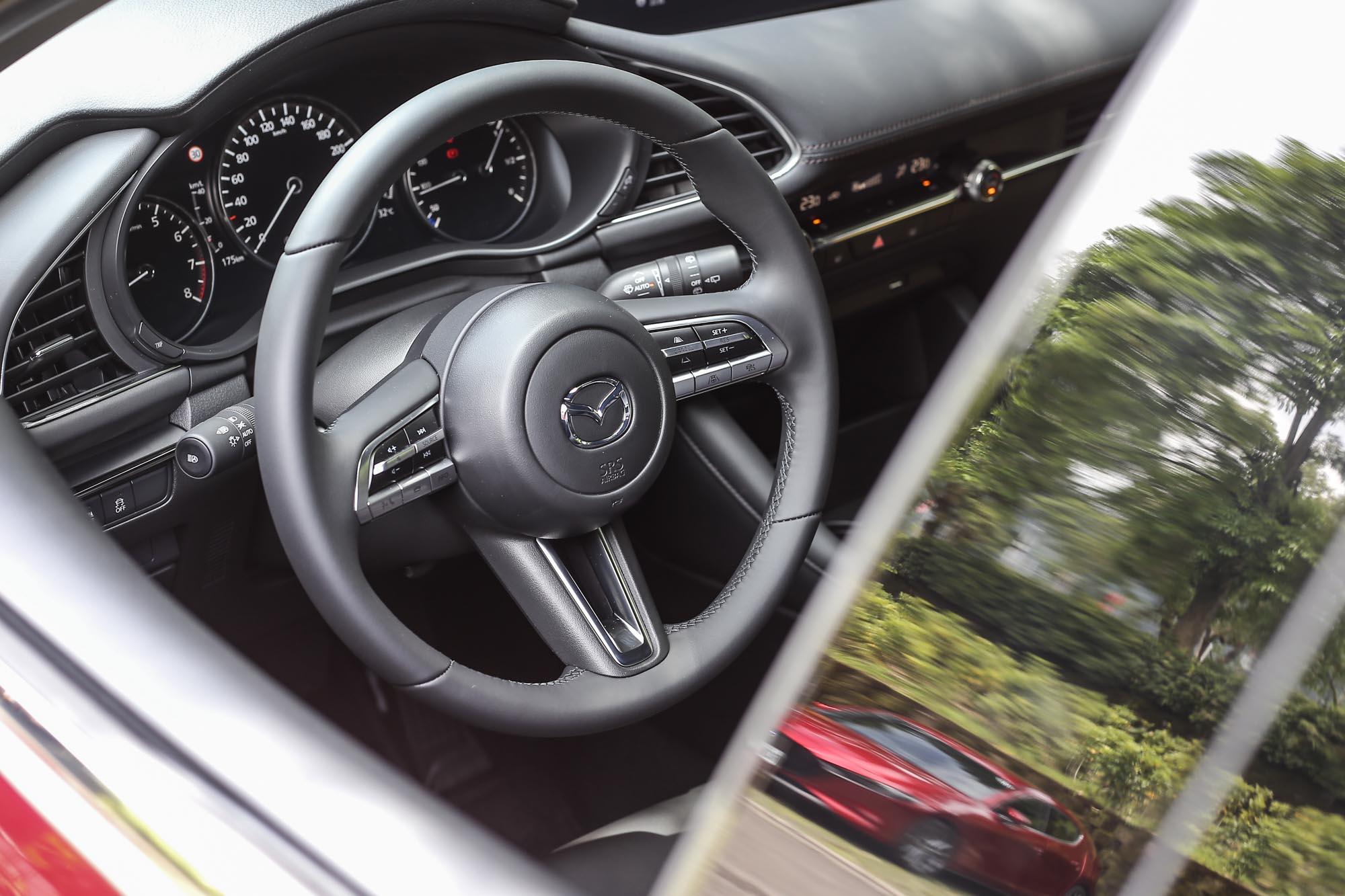 方向盤的手感不僅棒,還有幾分 Audi 的樣?