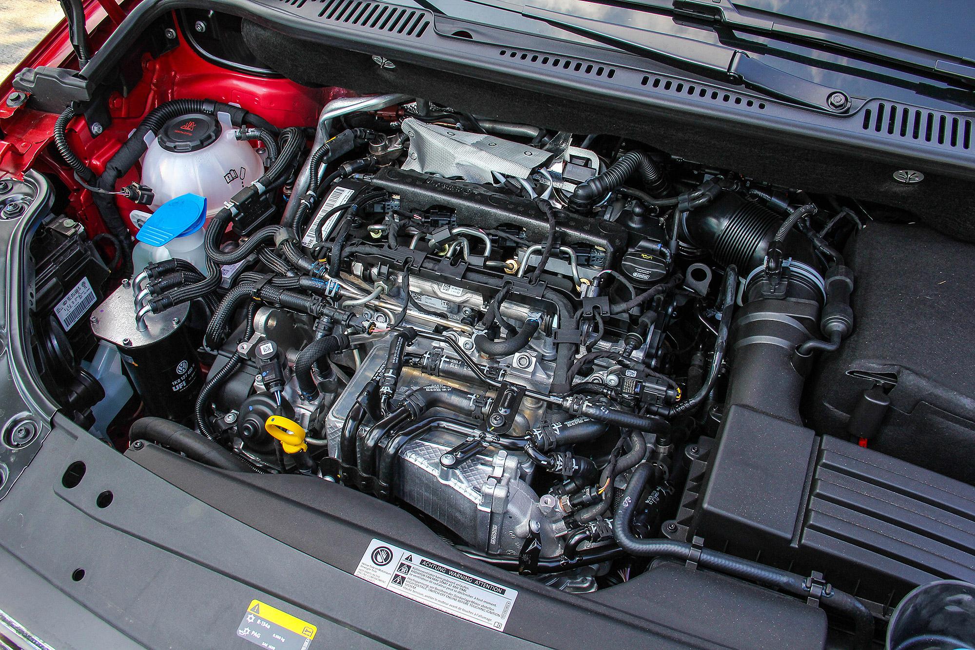 前驅車型的 2.0 TDI 柴油引擎輸出為 102 匹馬力與 25.5 公斤米扭力。