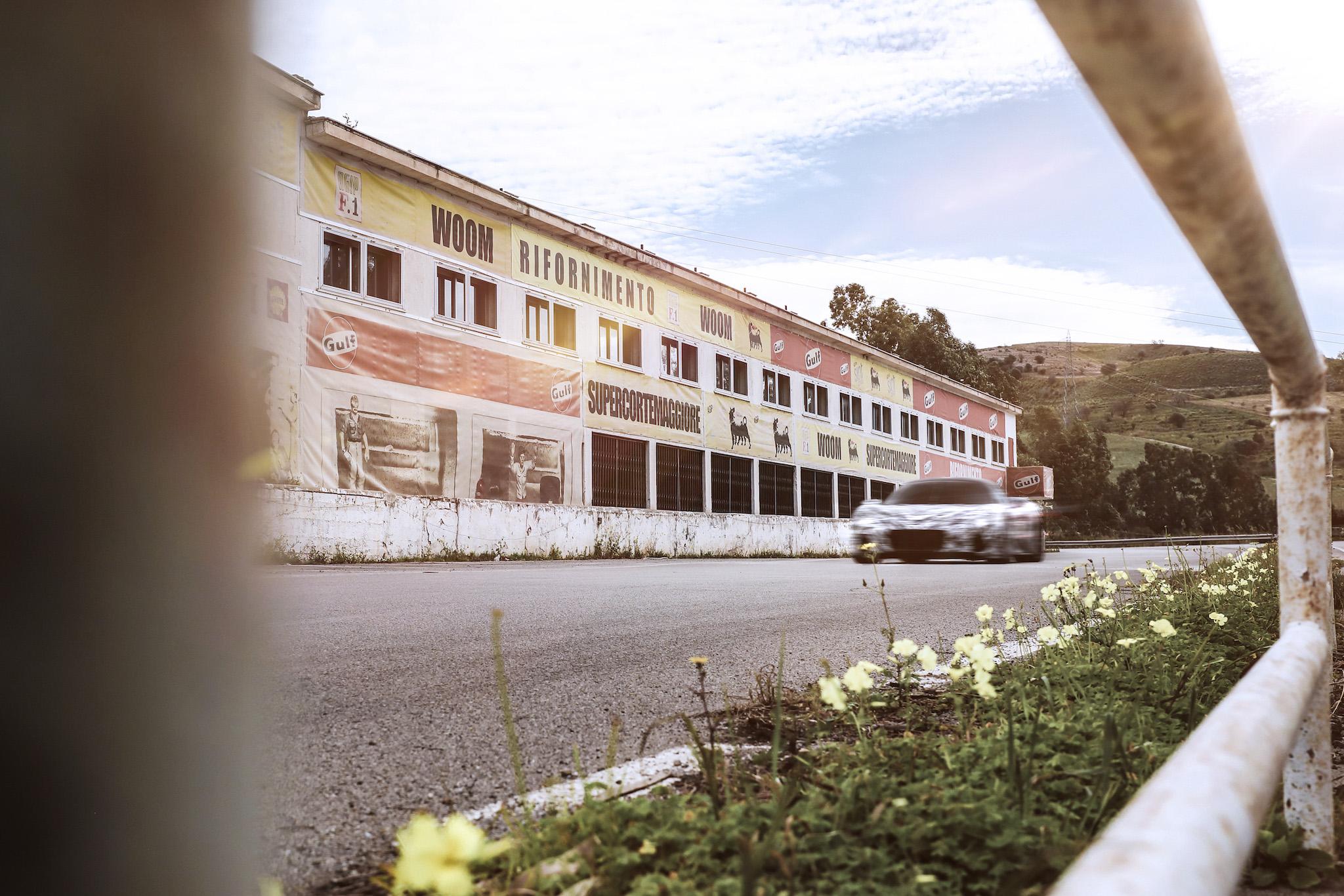 MC20 原型車馳騁西西里賽道 紀念傳奇「四連勝」八十周年。