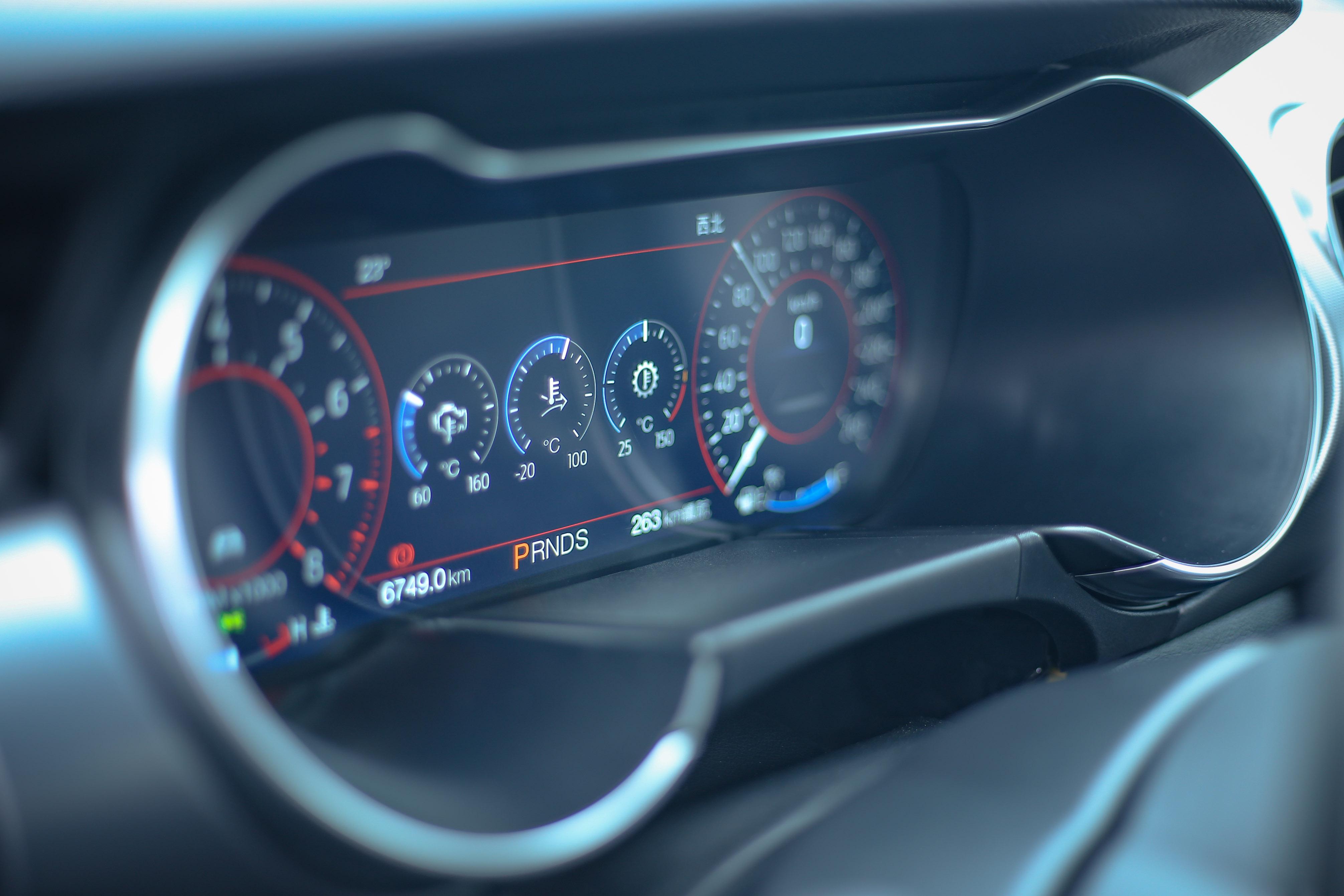 12.3 吋全液晶多功能顯示儀錶螢幕也是標配。