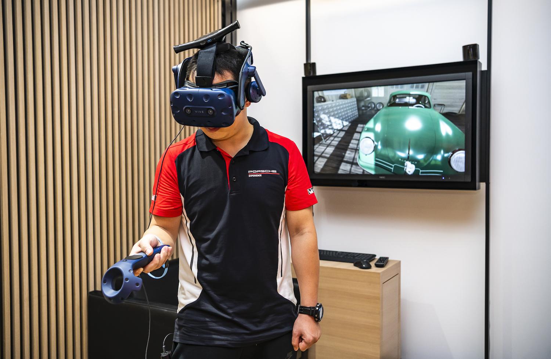 Porsche NOW 概念店現場備有 Porsche 原廠 VR 設備,可預約體驗。