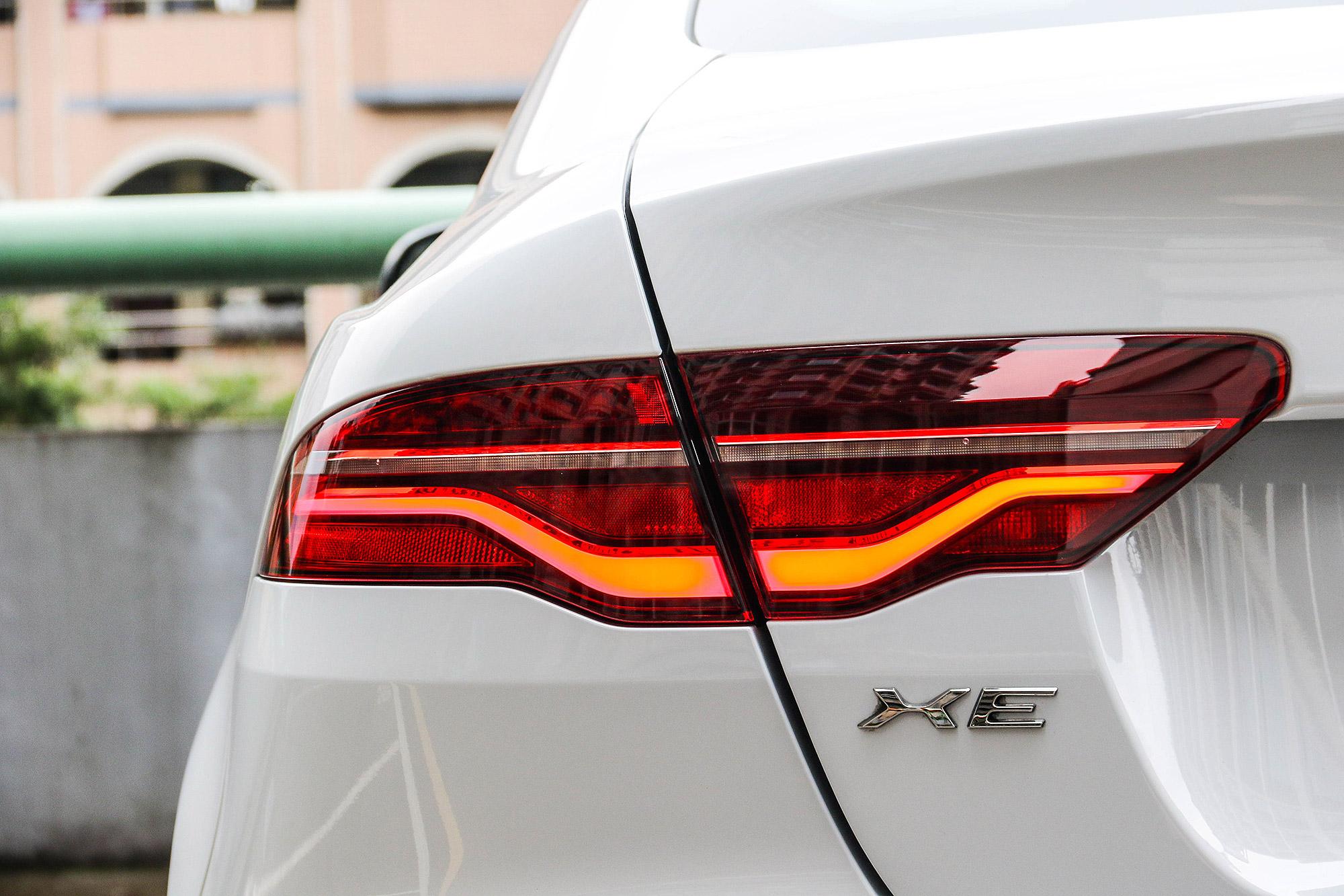 除了導光式的尾燈設計,也引入動態顯示的方向燈。