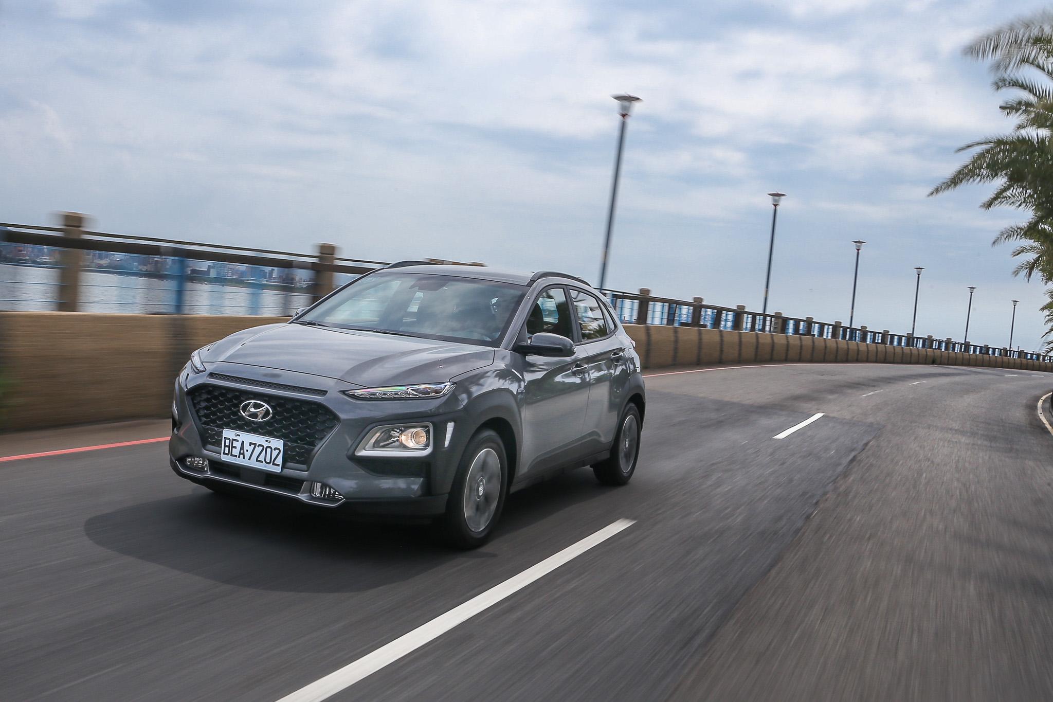 輪胎尺碼的調整加上後軸懸吊設計的改變,讓 Kona Hybrid 行路質感更為優異。