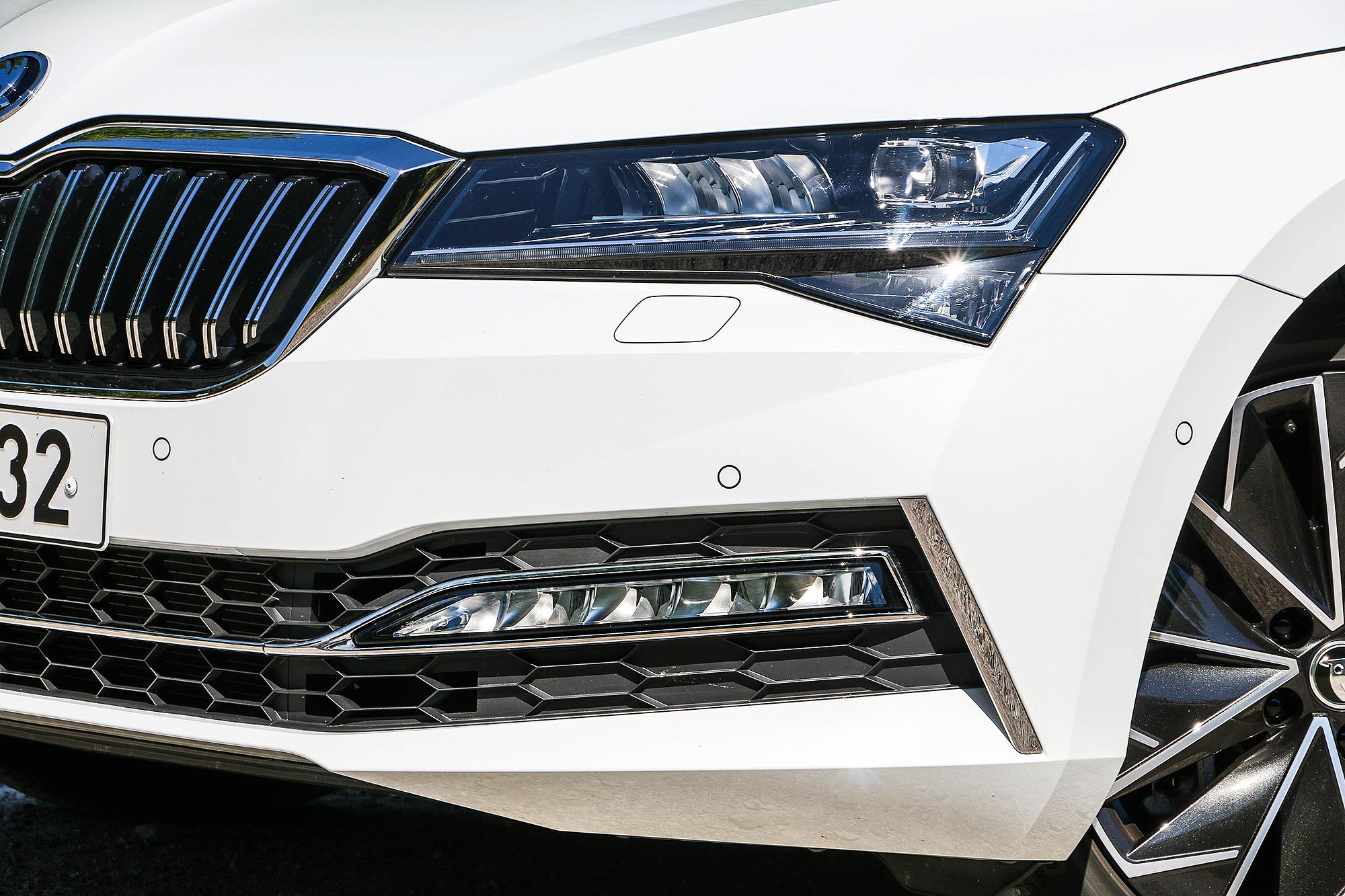 試駕車配備 Matrix LED 矩陣式 LED 頭燈。