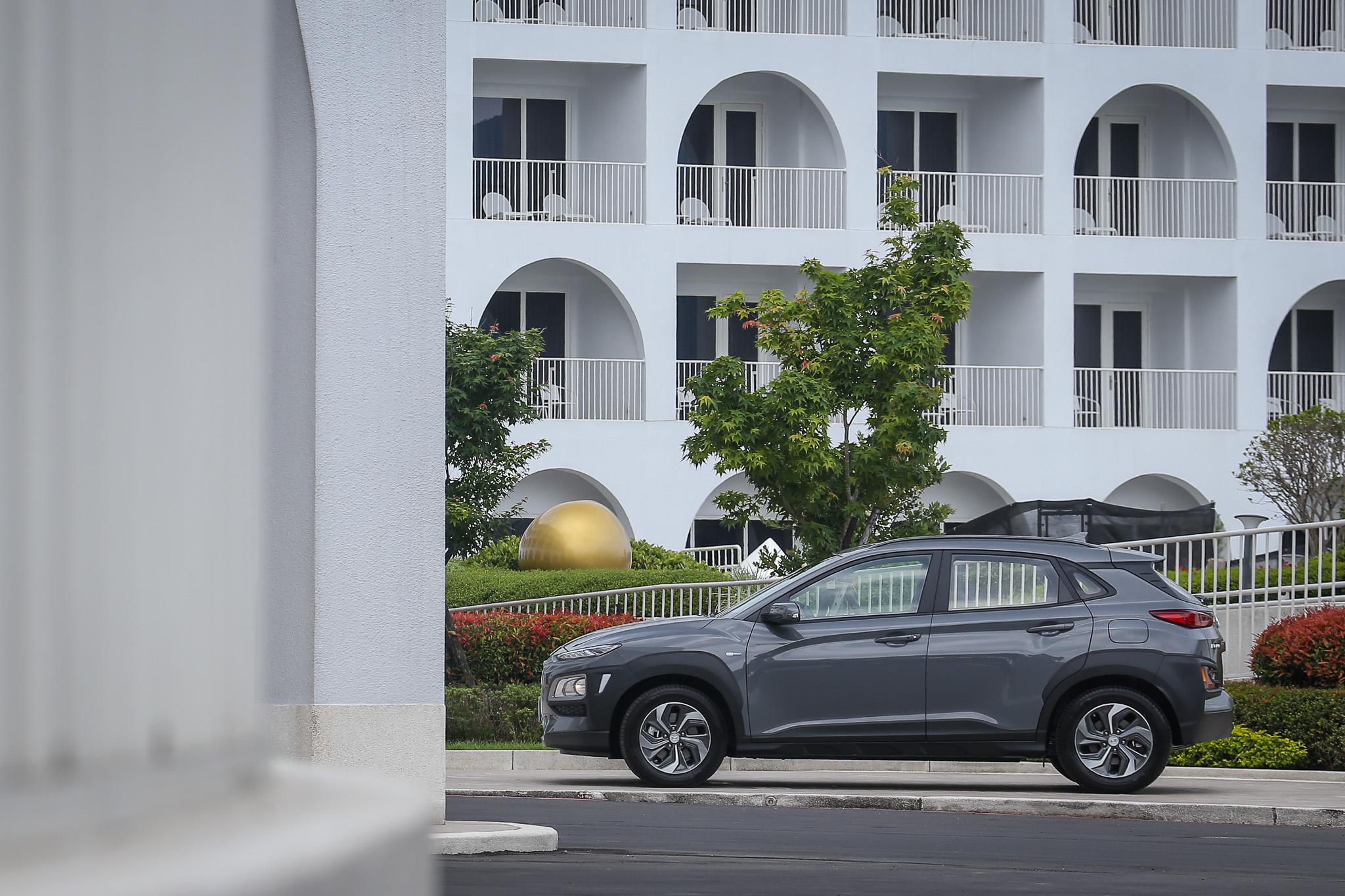 從既有車款衍生出新油電動力選擇,對於 Hyundai 是成本考量上測試市場水溫的好方法。