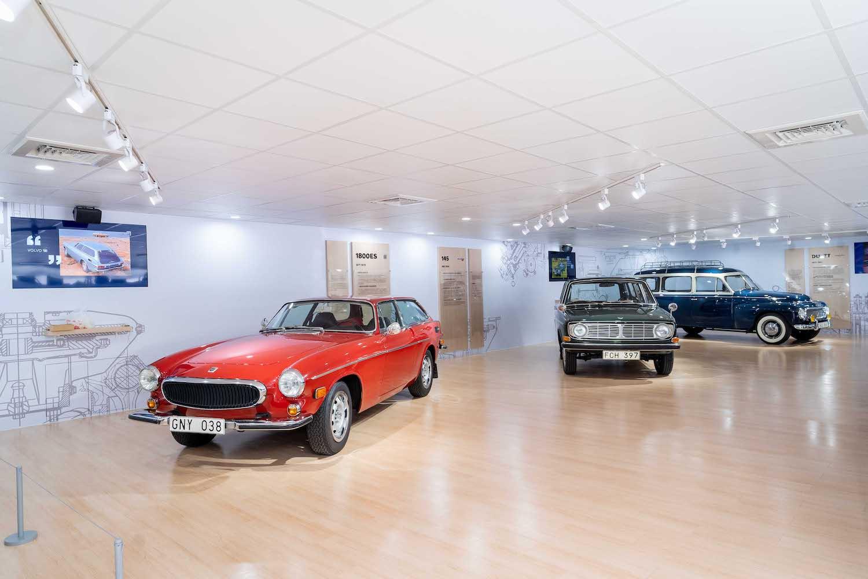 左起為 Volvo 1800ES、145、Duette。
