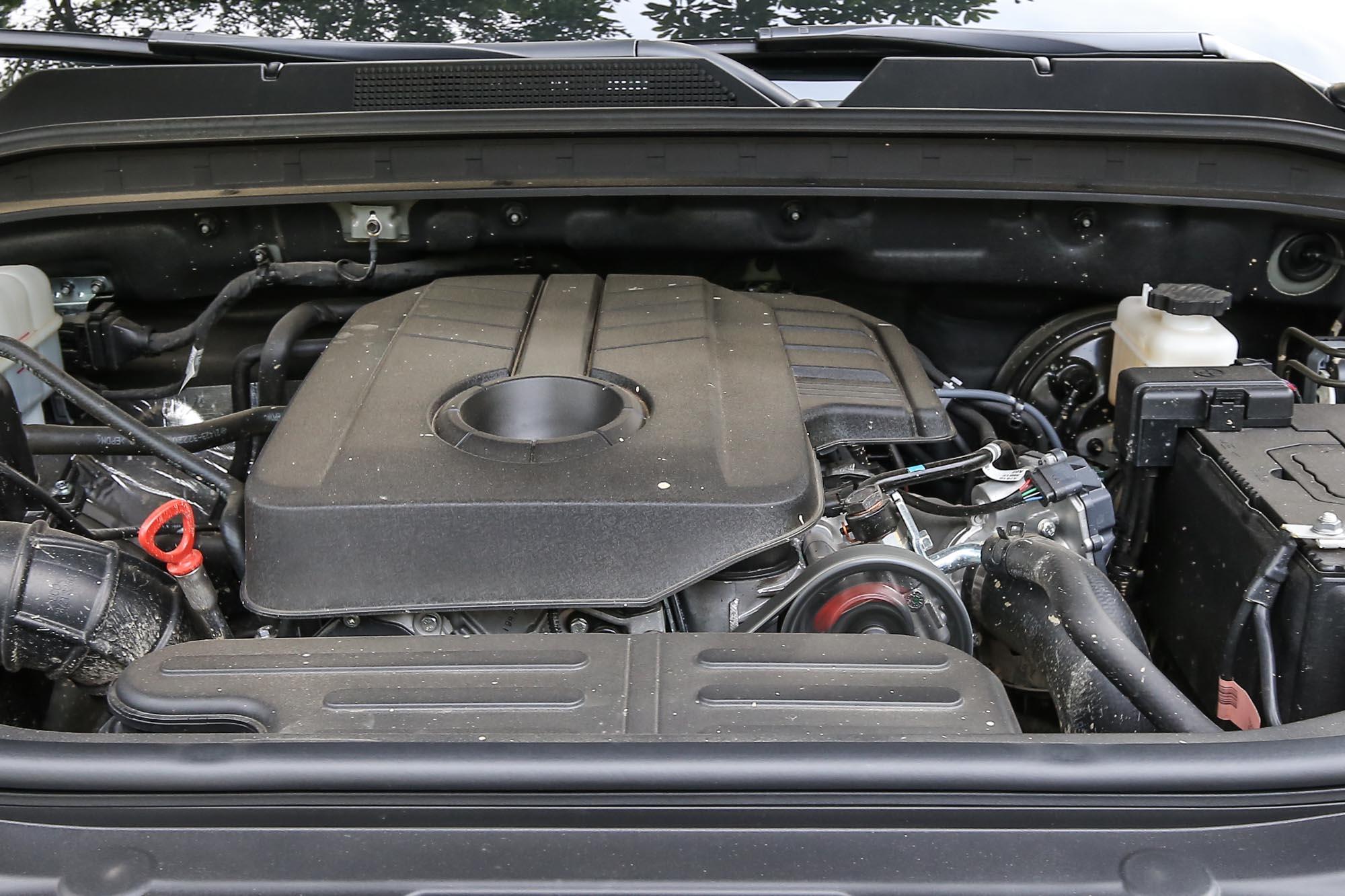 Rexton 搭載 2.2 升直列四缸柴油引擎,具備 181ps/4000rpm最大馬力與 42.8kgm/1600~2600rpm 最大扭力輸出。