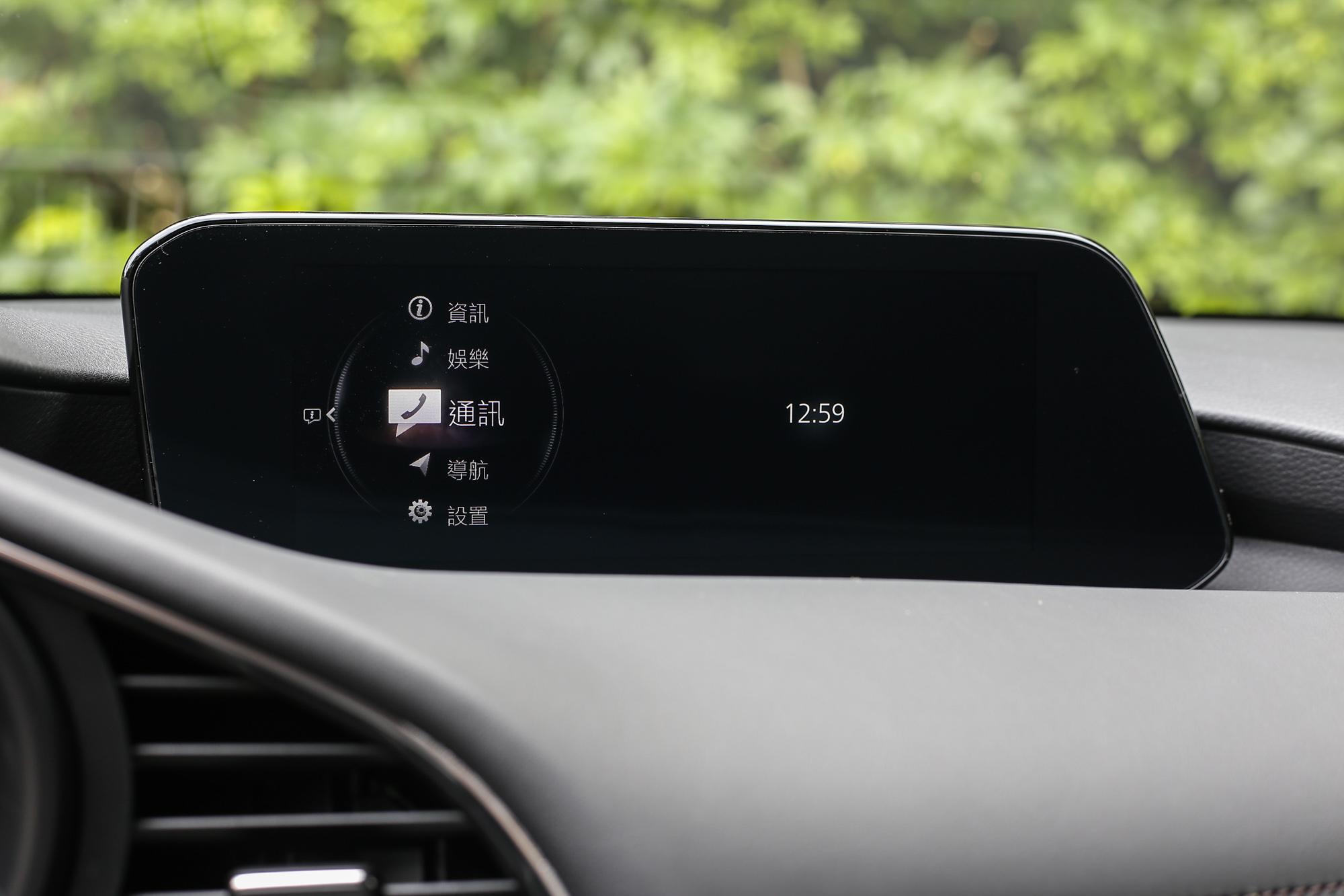 看起來太單調的 Mazda Connect 人機智慧資訊整合系統?我倒覺得這樣很棒。
