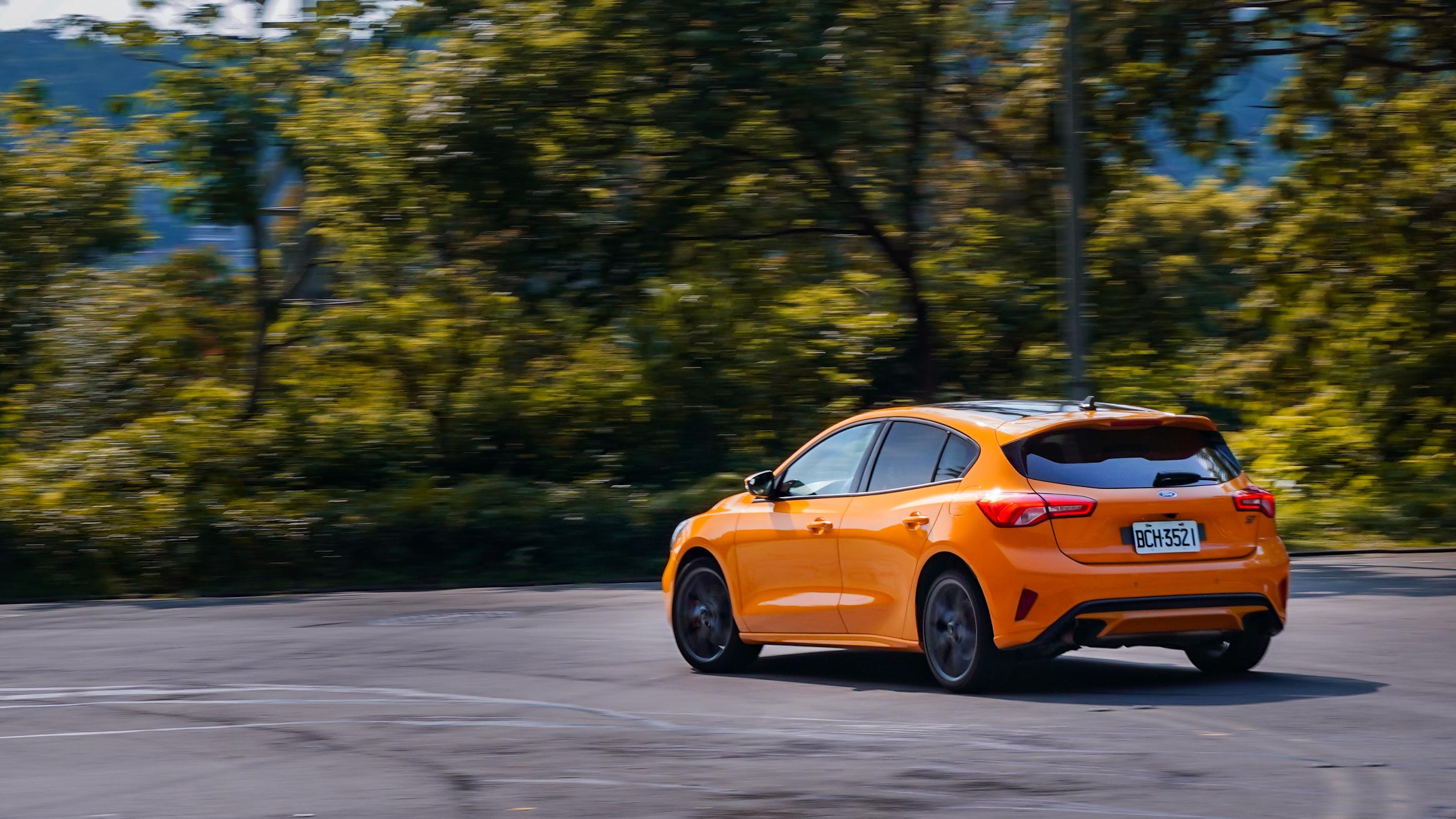 Ford Focus ST 定位在「性能風格」的 Focus ST-Line 之上的「進階性能」。