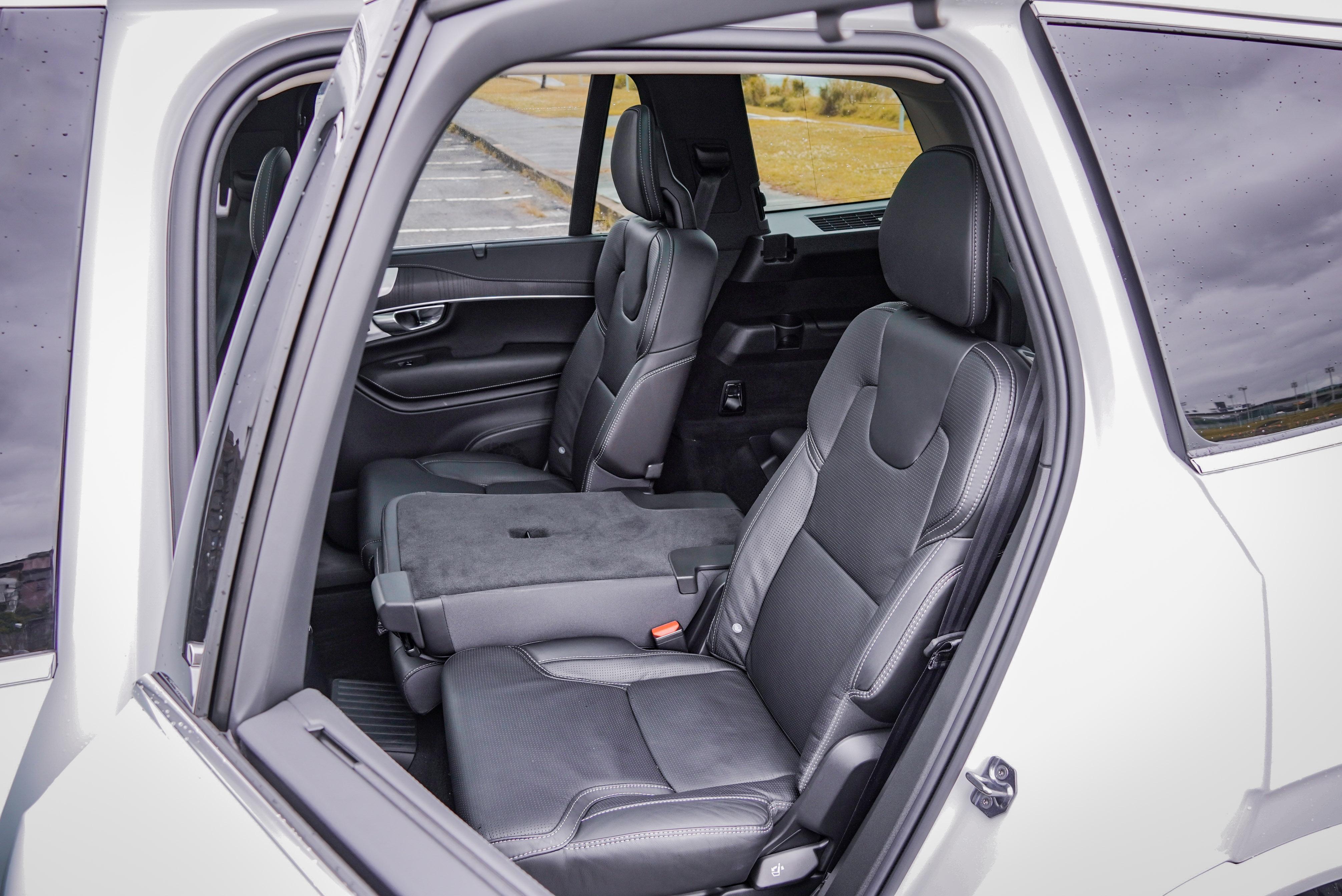 提供前後滑移、椅背可調功能。
