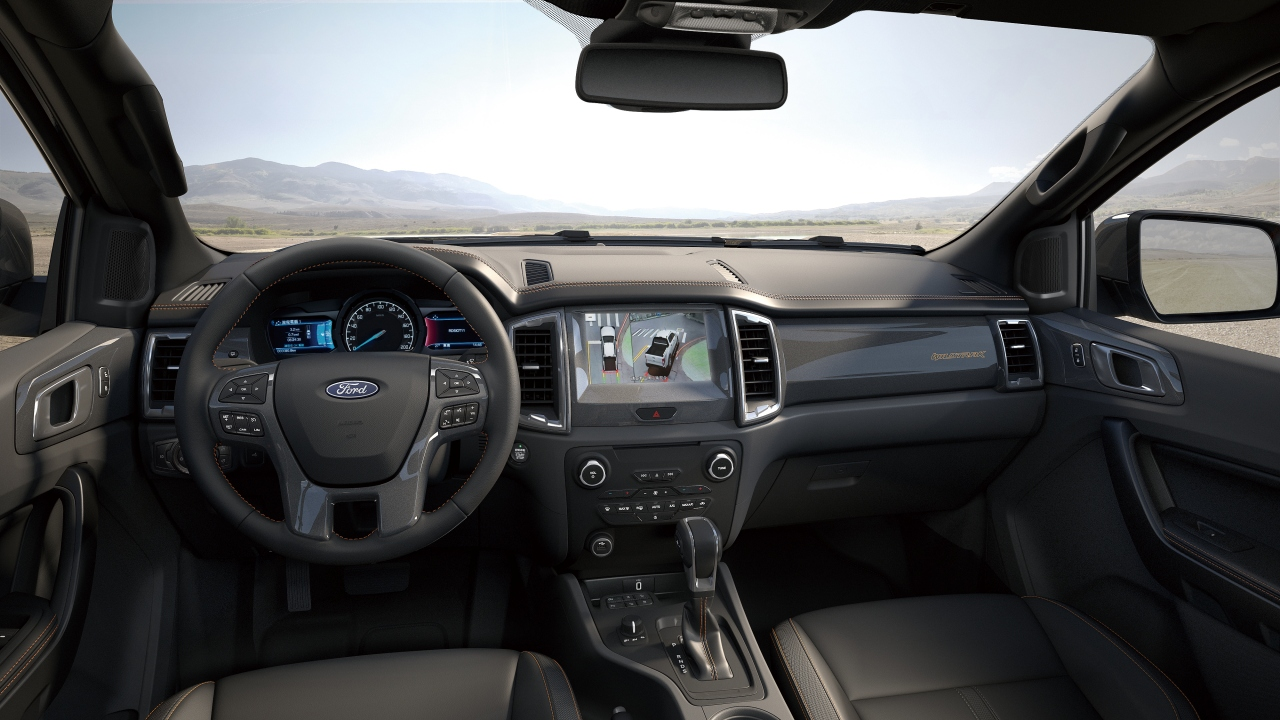 Ford Ranger 運動型進化搭載全新 360°環景影像行車輔助系統,提供駕駛者更直覺的影像輔助。