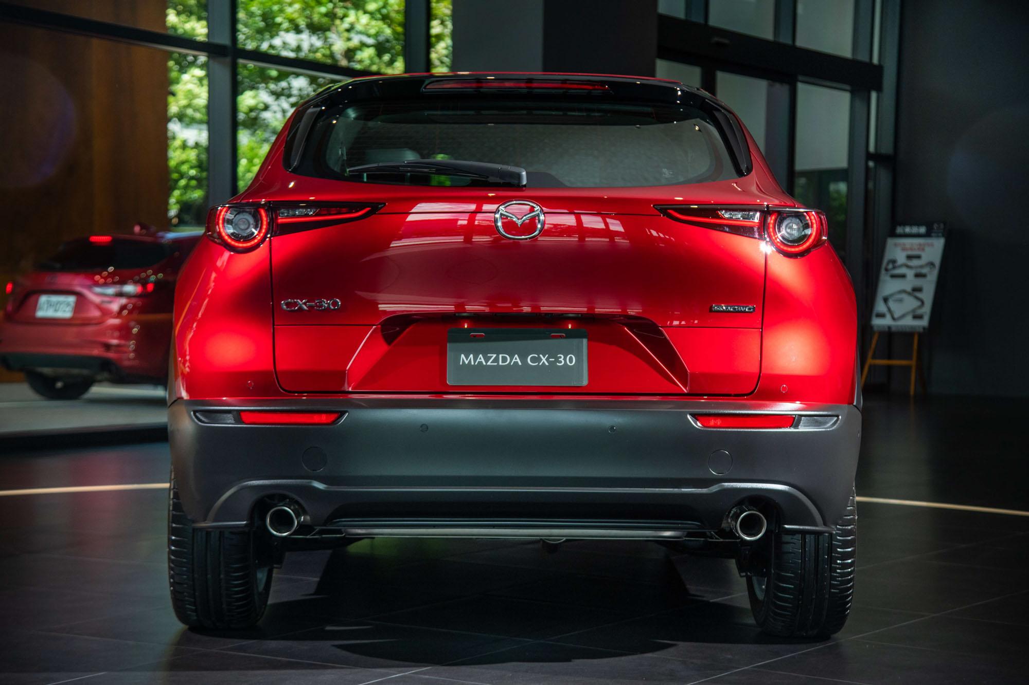 造型設計也完全承襲新世代 Mazda3 所擘畫的家族風格。