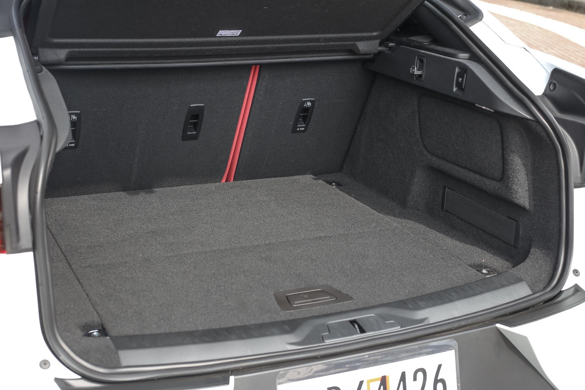 前後皆有置物空間,也是電動車的優勢之一。
