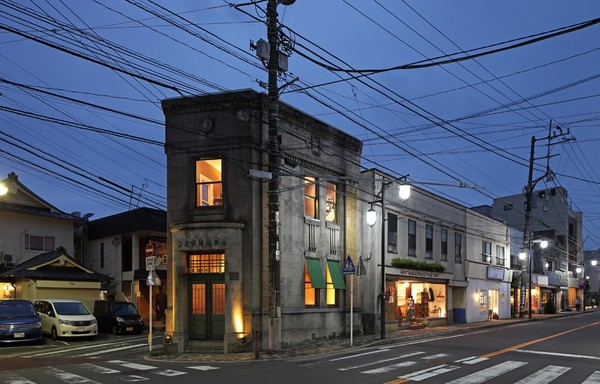 http://www.spoon-tamago.com/wp-content/uploads/2016/11/the-bank-bar-yokohama-1.jpg