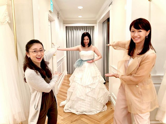 <p>▲日劇《東京白日夢女》中女主角挑婚紗。(圖/IG@tarareba_ntv)</p>