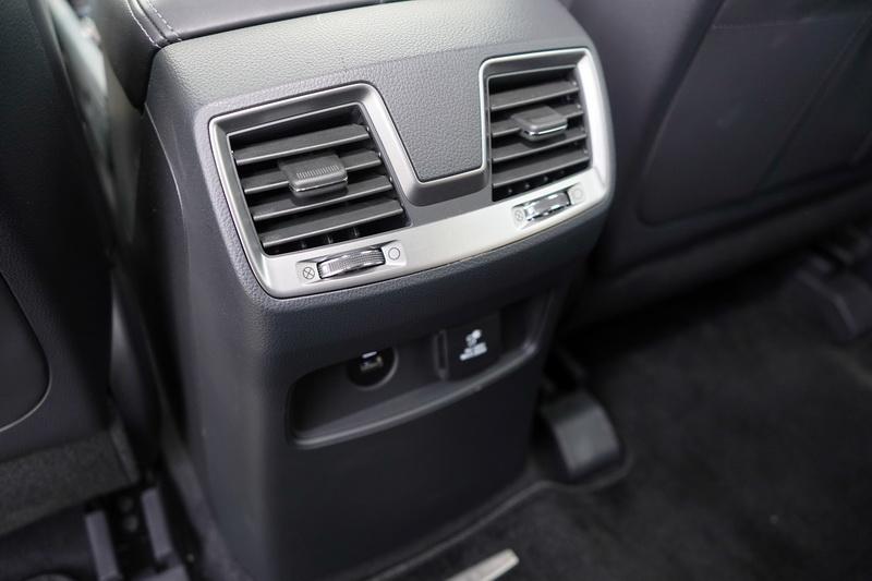 Rexton身為旗艦車款,第二排的獨立空調出風口當然是必備條件