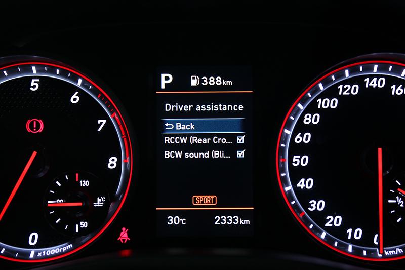Veloster有配備盲點偵測與後方交通防撞系統,但很可惜未能有車距巡航控制與車道偏移。