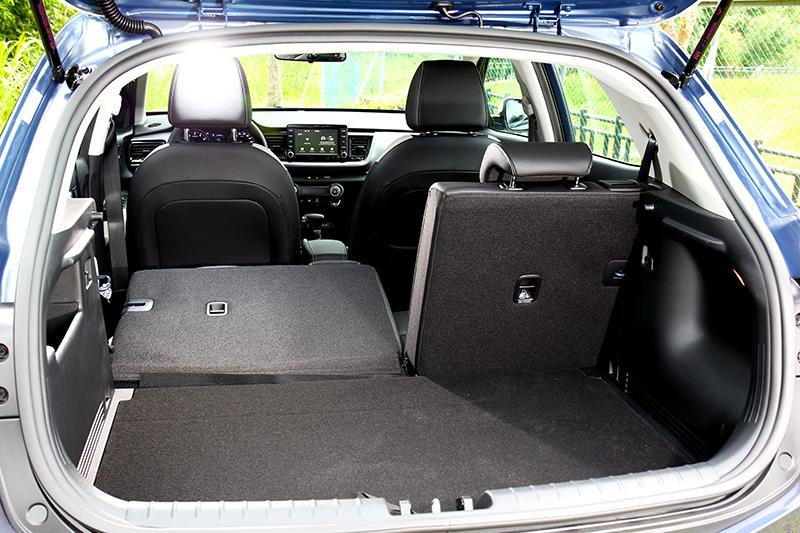 352~1155公升行李廂空間足以應付單身或兩人世界載物需求。