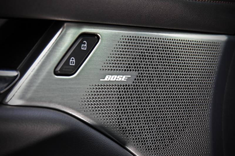 頂規BOSE旗艦型所配置的BOSE®環繞音響系統,以12具揚聲器與完美音場定位帶來悠揚樂章。