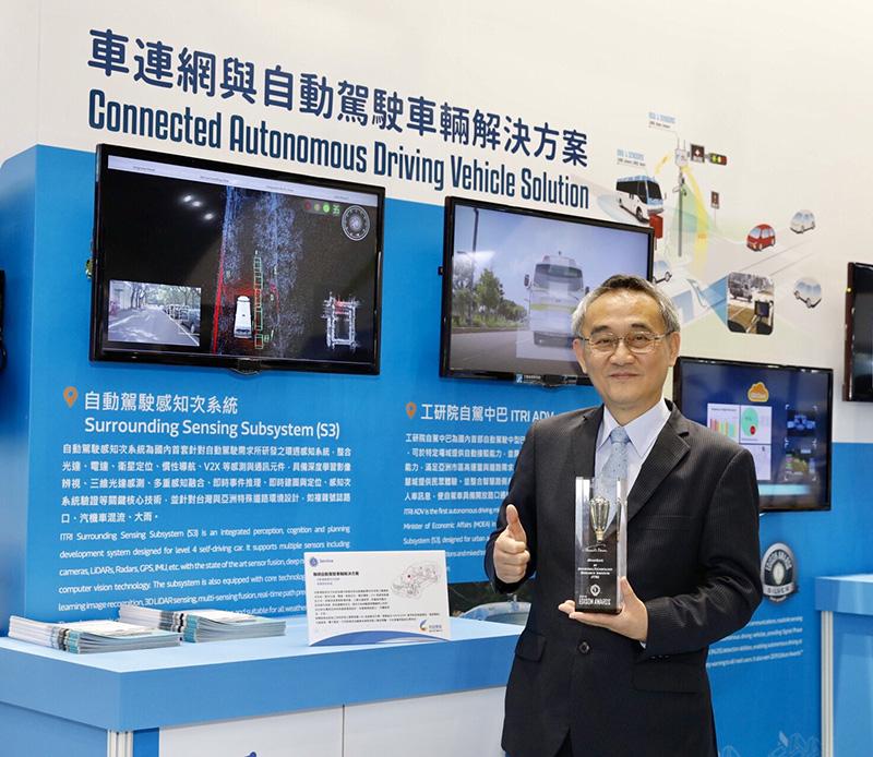 工研院在本屆車電展也展出剛榮獲美國愛迪生獎的智慧道路安全警示系統(iRoadSafe)。