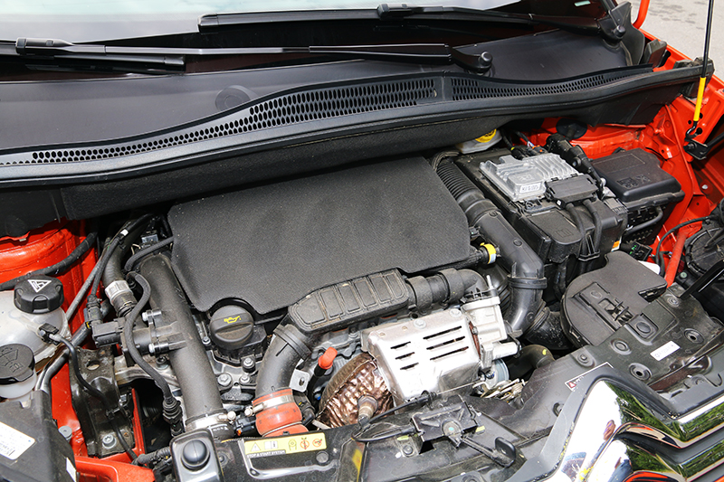 1.2升三缸渦輪引擎扭力充沛,自動啟閉時的震動感也抑制得十分良好。