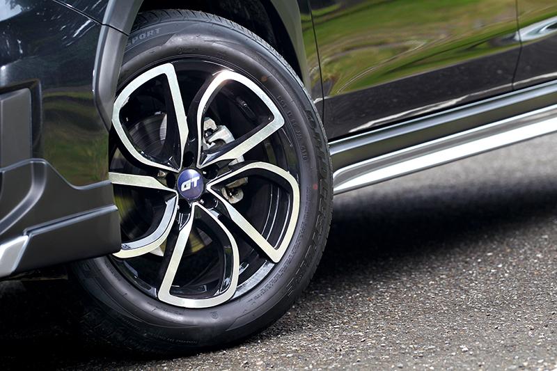 18吋黑銀切削樣式為XV GT Edition專屬輪圈。