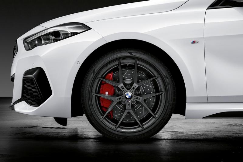 M Performance提供18吋與19吋不同樣式鍛造輪圈。