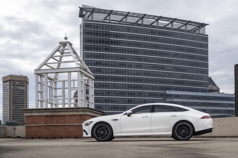 關於Mercedes-AMG油電,目前53車系已配置48V輕油電系統。