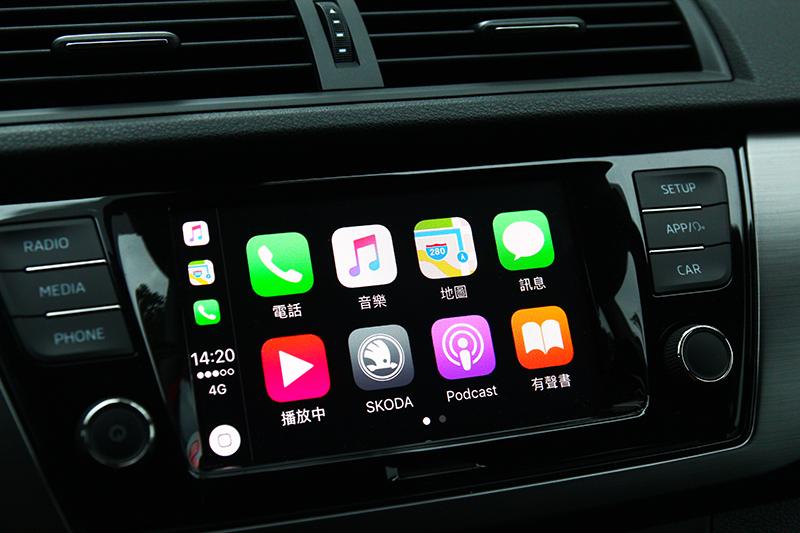 中控同時具備Apple Carplay與MirrorLink三種功能。