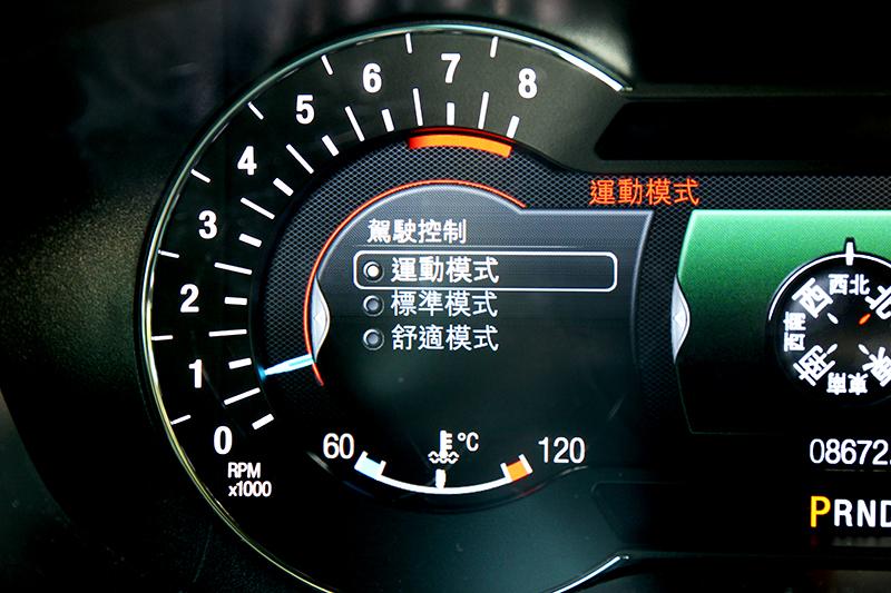 駕駛儀表上的選單可選擇運動、標準、舒適這三種懸吊設定