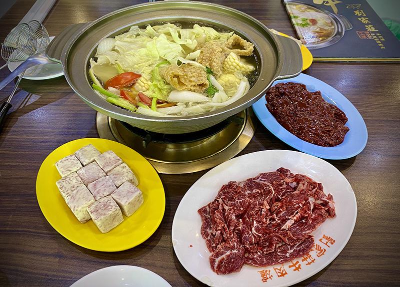 真的吃不下沒關係,我們還有好幾餐的quota可以花,像是牛肉鍋這種極致美食,來台南怎容錯過?