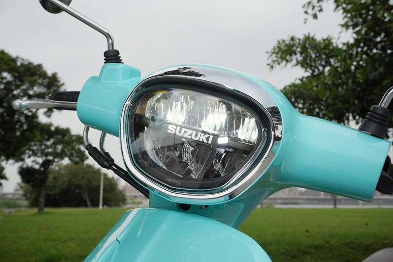 開關轉到啟動位置按下電門,璀璨明亮的LED頭燈也隨即亮起