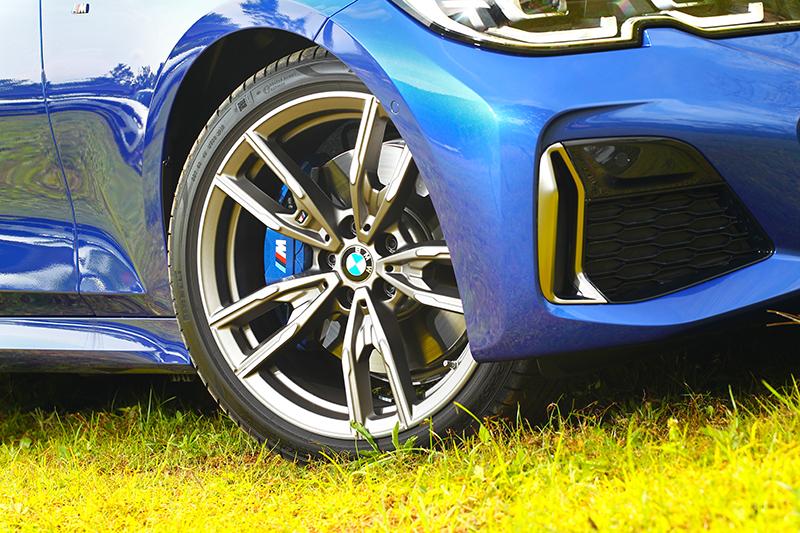 與330i皆同為19吋輪圈,但M340i的造型卻更好看。