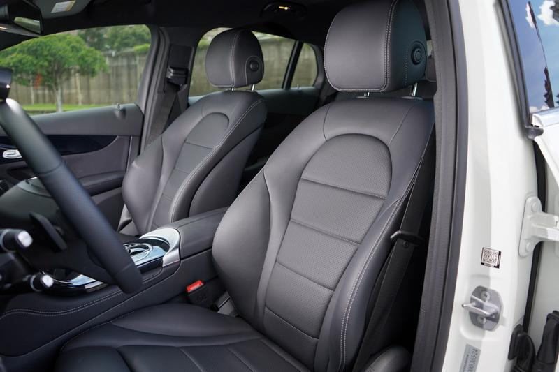 雖然GLC 200 Coupe定位在入門級距,不過車艙氛圍仍具備高級車應有質感