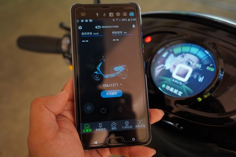 透過與手機APP的連結後還能觀看行車紀錄器影像及更換桌布等個人化設定