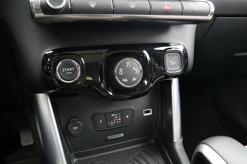 選配之抓地力控制系統,能讓前輪驅動的本車也具有一定的脫困能力。
