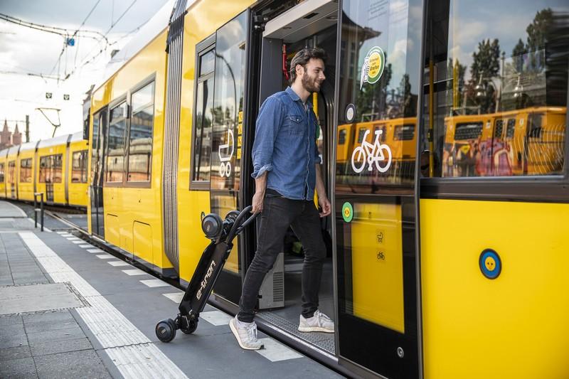 12公斤重量方便攜帶搭乘大眾工具。