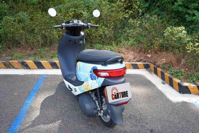 相較於gogoro 2的香腸嘴設計,iE125這款尾燈造型較得我心