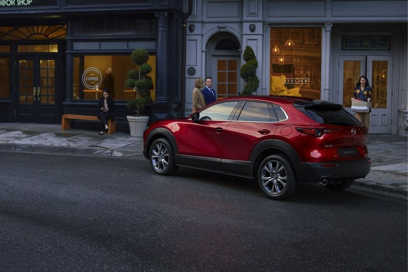 CX-30頂規車型售價有應會突破百萬。