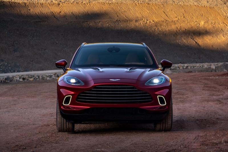 DBX車頭有著Aston Martin家族一致性鮮明水箱護罩設計。
