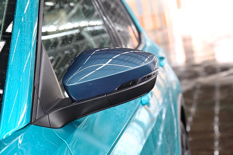 不同車漆的Style Design車型還配有專屬的特殊色後視鏡外罩