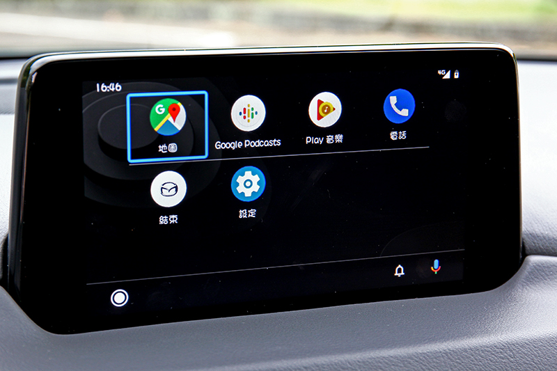 中控螢幕加大至8吋,並提供Apple CarPlay與Android Auto連結。